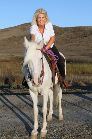 lori-horse-350